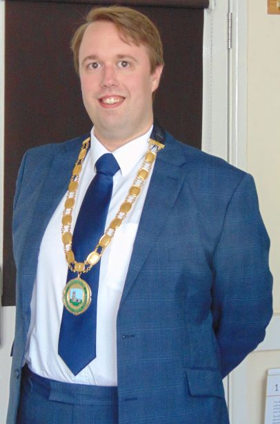 Town Mayor    Lloyd Knight